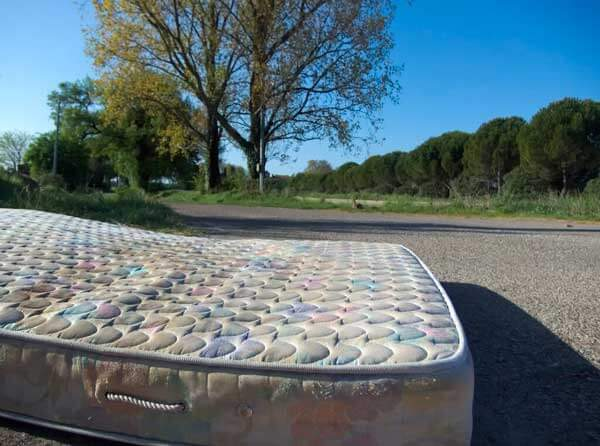 mattress_at_the_outskirt_of_nmes_JM_PS_OPT