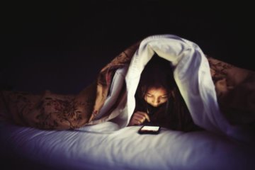 Tips for using your phone in bed